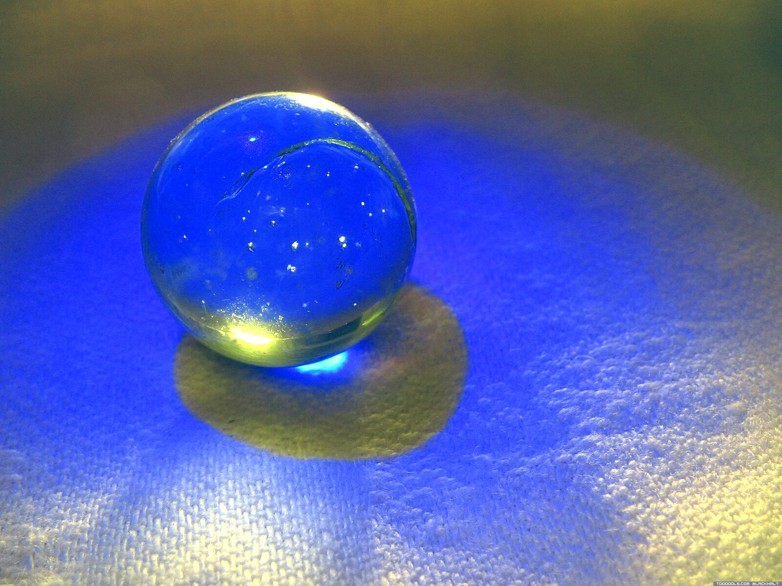 Crystal ball blue 3
